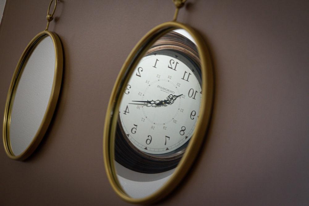 APT 4 Duckworth mirror clock