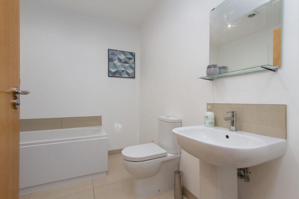 APT 5 Duckworth Bathroom