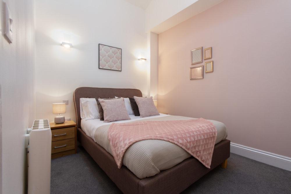 APT 5 Duckworth double bed