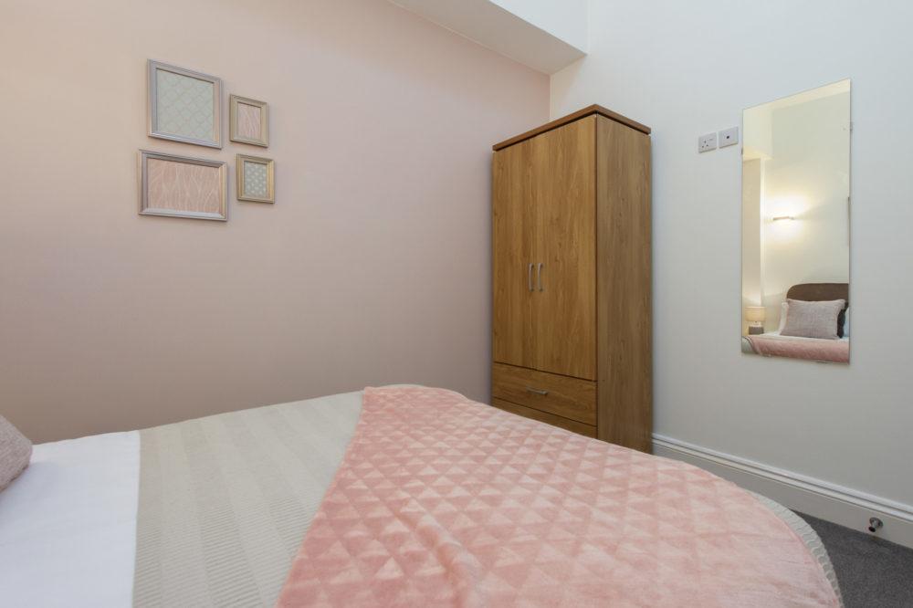 APT 5 Duckworth double bedroom