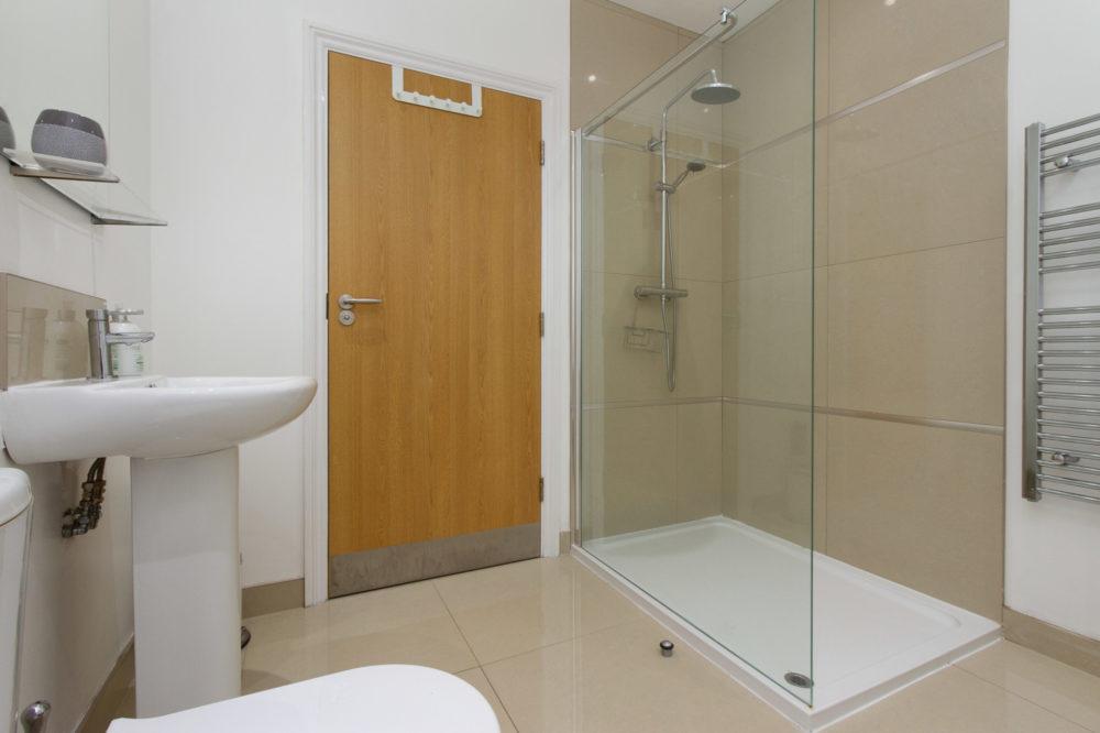 APT 6 Duckworth shower
