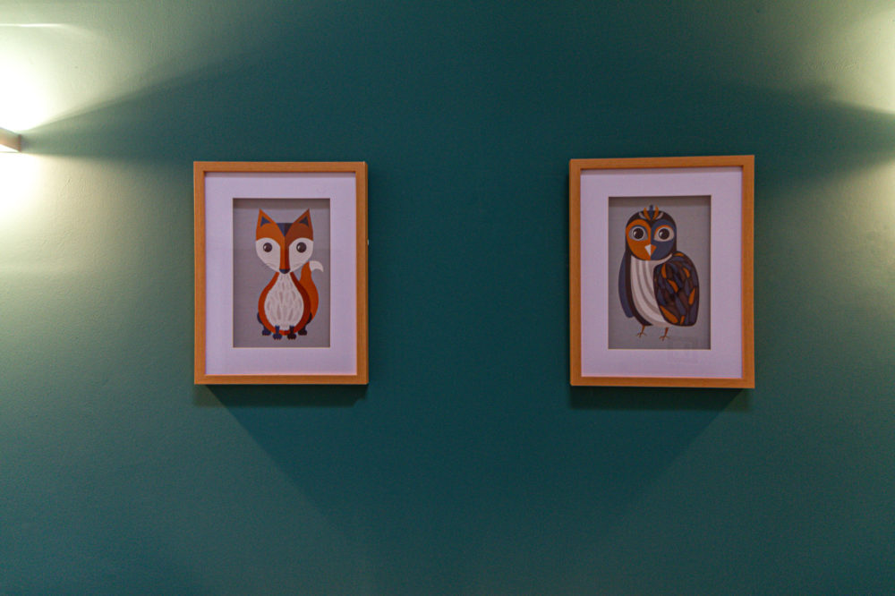 APT 6 Duckworth twin bed artwork