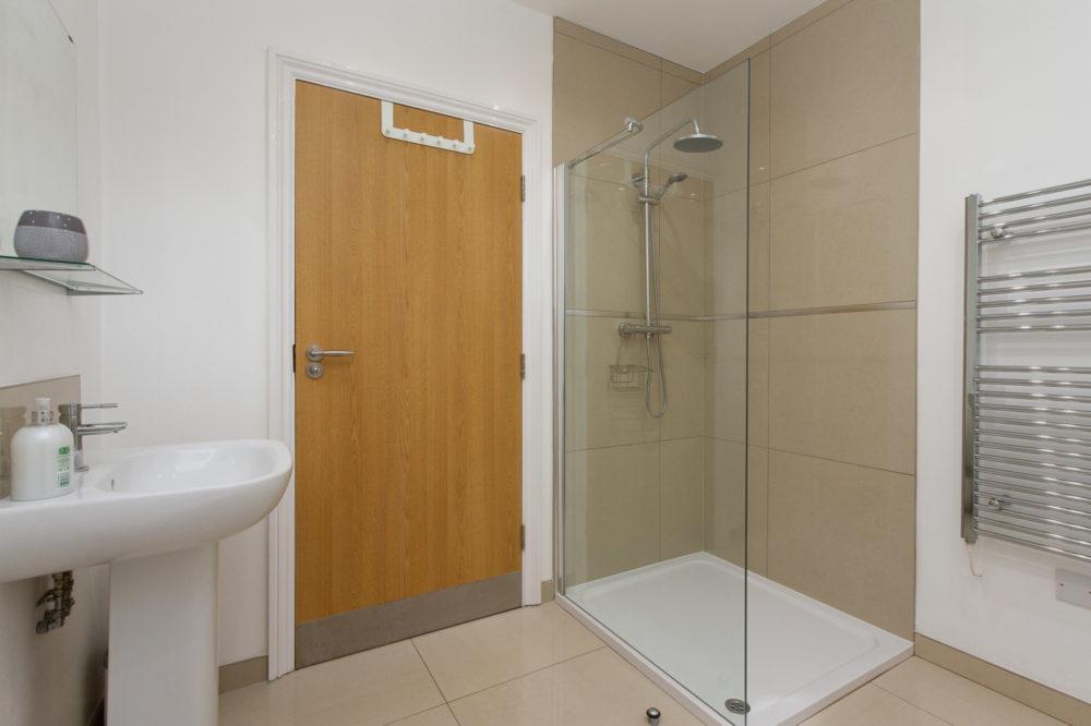 APT5 Duckworth Shower
