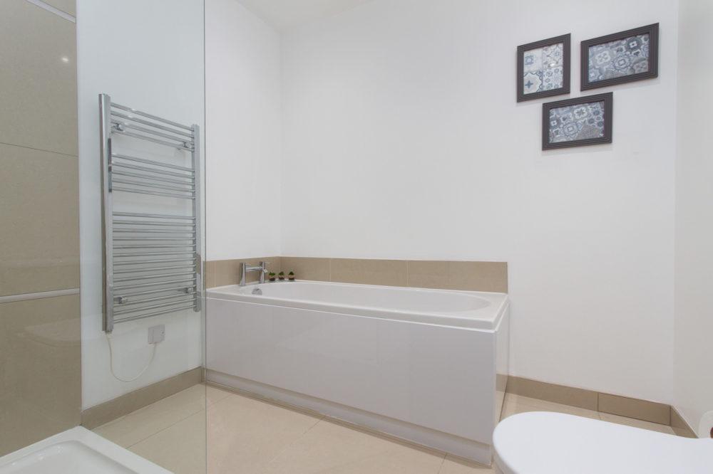 Apt 7 Duckworth bathroom