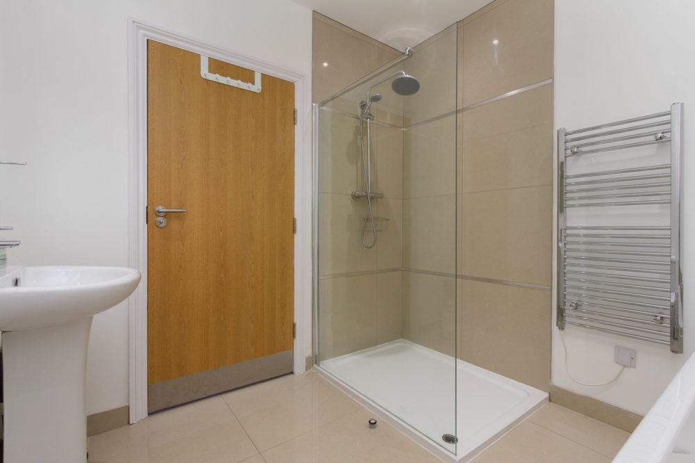 Apt 7 Duckworth shower